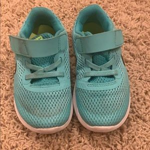 Nike size 9 Teal